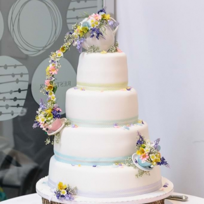 Norfolk wedding photographer – wedding cake