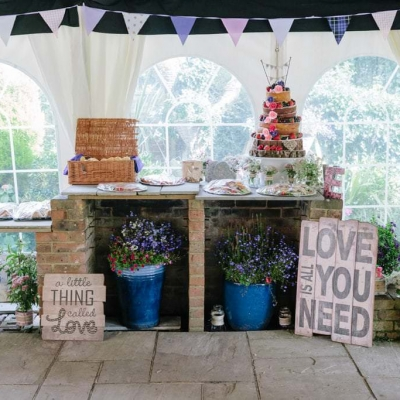 Norfolk wedding photographer – wedding table at house